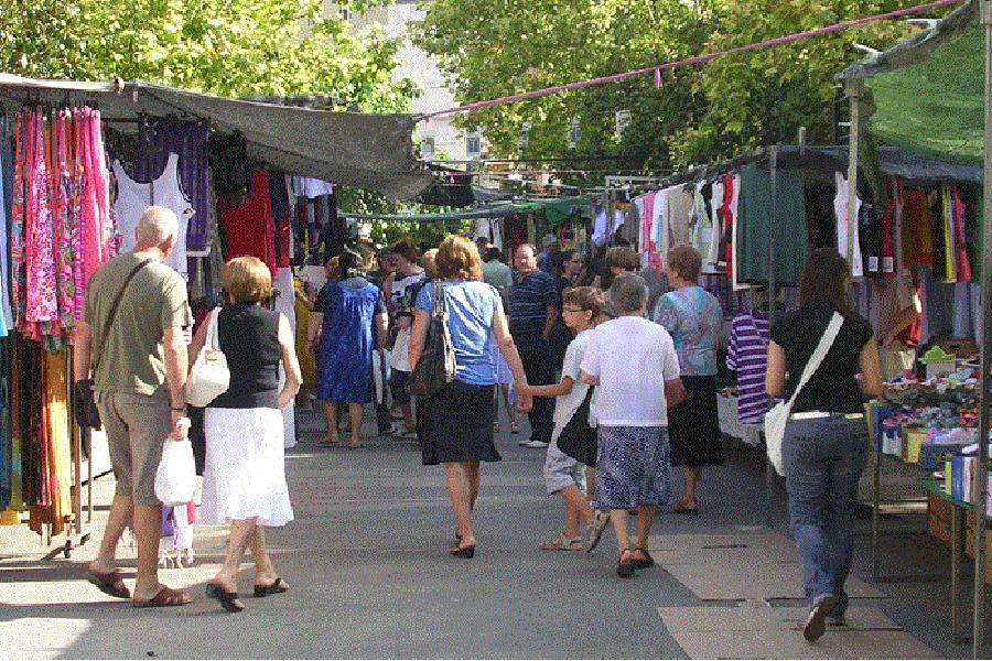 UGT y CCOO apoyan la concentración de los vendedores ambulantes de Extremadura